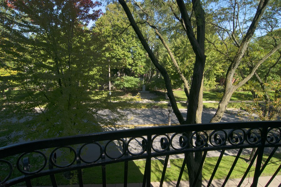 Real Estate Photography - 7575 W Lake St, 3A, River Forest, IL, 60305 - Balcony view