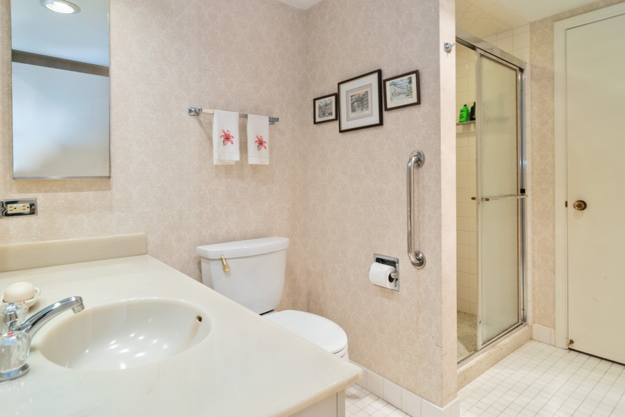 Real Estate Photography - 7575 W Lake St, 3A, River Forest, IL, 60305 - Bathroom