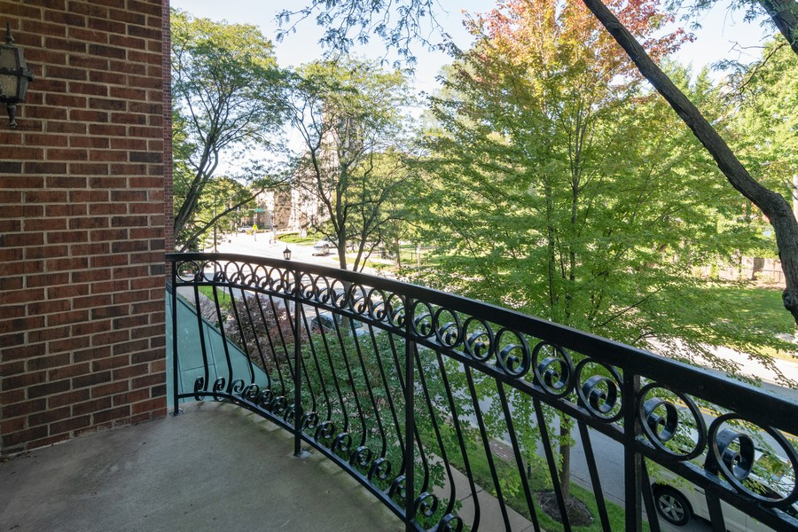 Real Estate Photography - 7575 W Lake St, 3A, River Forest, IL, 60305 - Balcony