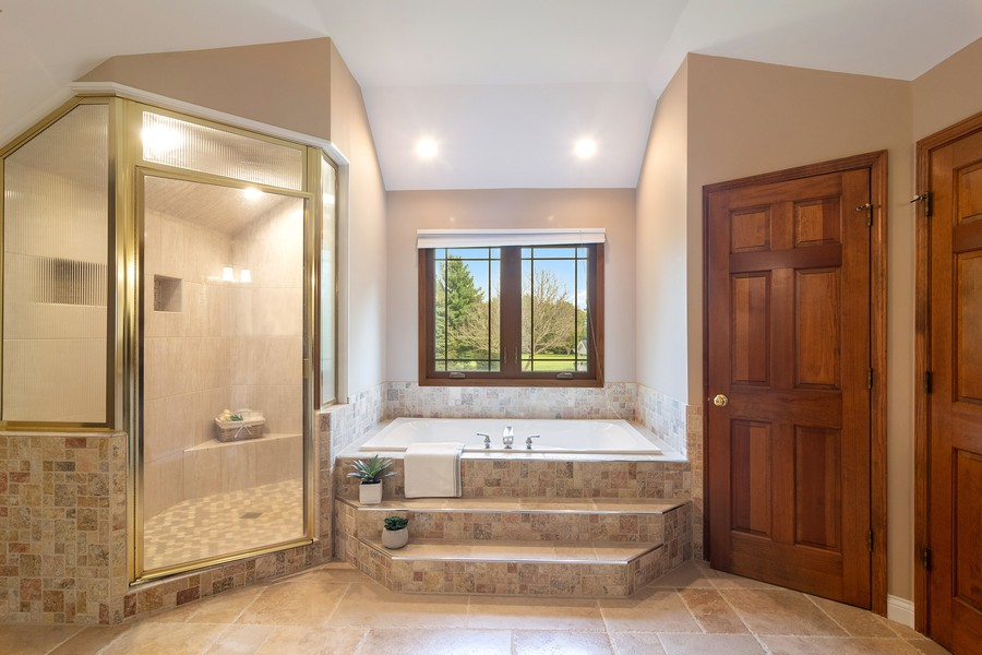 Real Estate Photography - 7N115 FOX BEND DRIVE, SAINT CHARLES, IL, 60175 - Master Bathroom