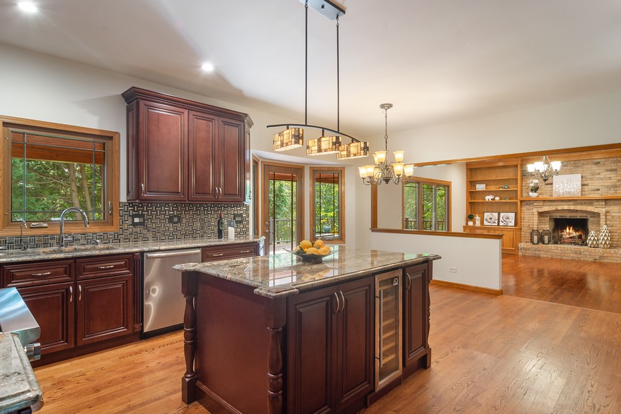 Real Estate Photography - 7N115 FOX BEND DRIVE, SAINT CHARLES, IL, 60175 - Kitchen