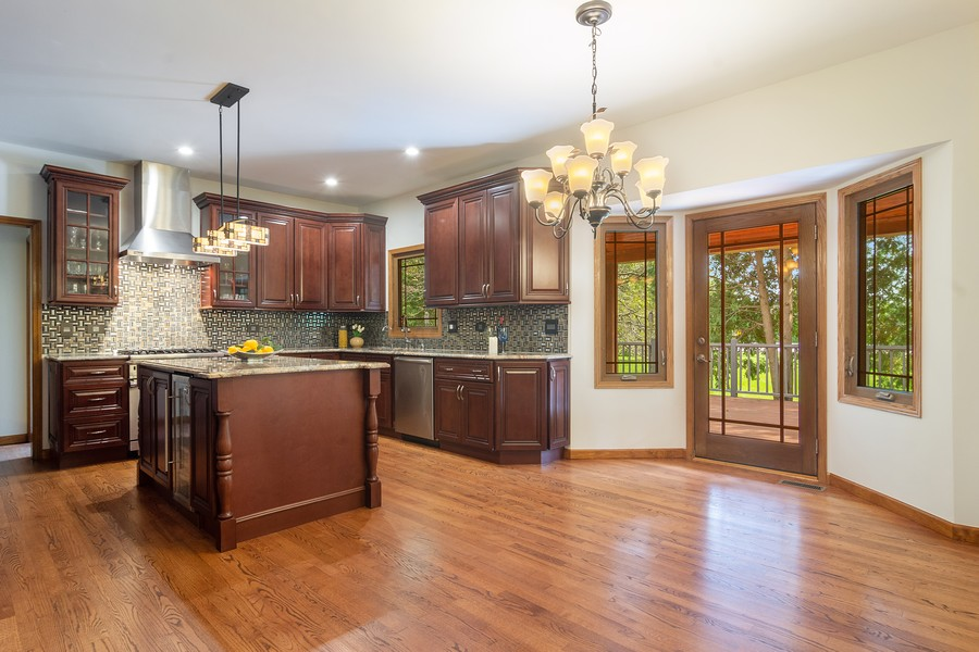 Real Estate Photography - 7N115 FOX BEND DRIVE, SAINT CHARLES, IL, 60175 - Kitchen / Breakfast Room