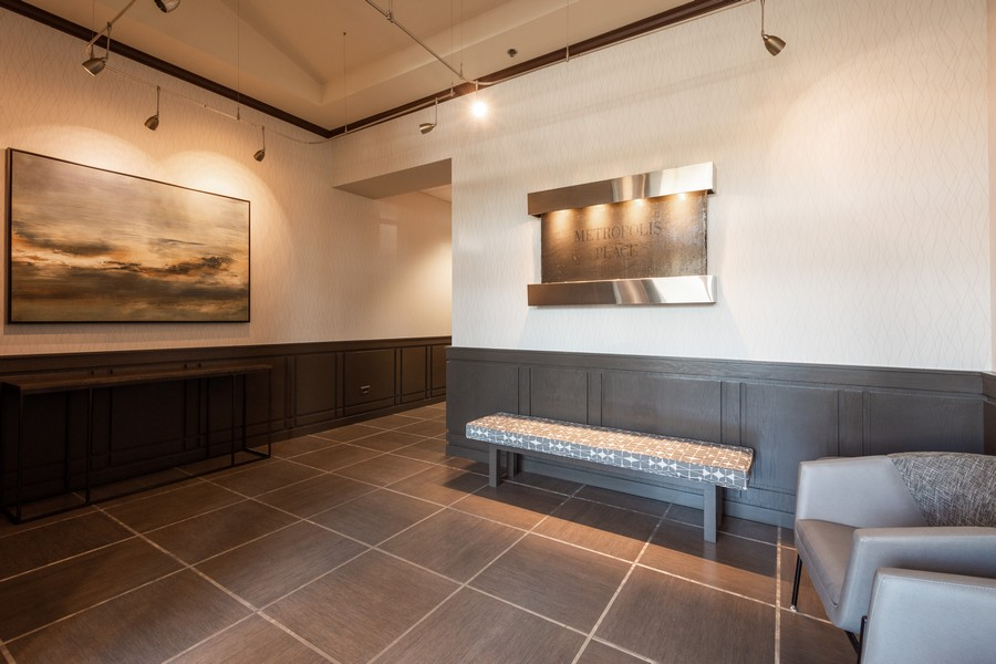 Real Estate Photography - 1 S Highland Ave #808, Arlington Heights, IL, 60005 - Lobby