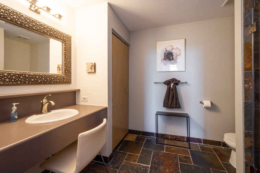 Real Estate Photography - 1 S Highland Ave #808, Arlington Heights, IL, 60005 - Master Bathroom