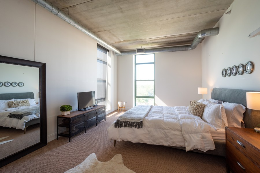 Real Estate Photography - 1 S Highland Ave #808, Arlington Heights, IL, 60005 - Master Bedroom