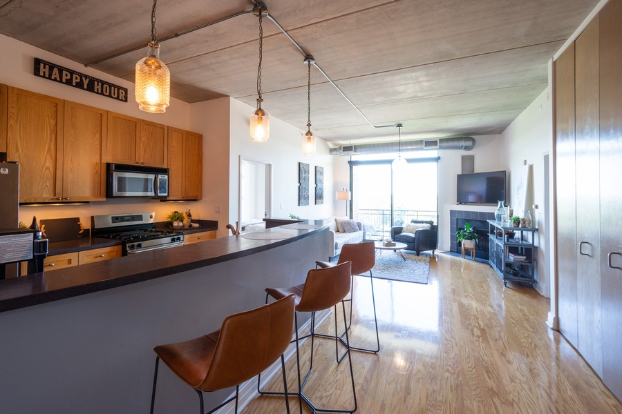 Real Estate Photography - 1 S Highland Ave #808, Arlington Heights, IL, 60005 - Kitchen