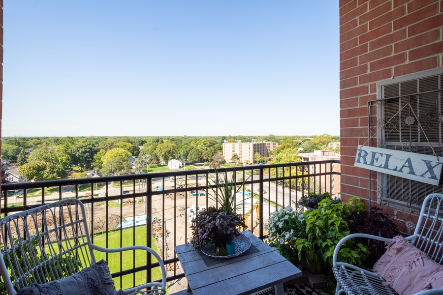 Real Estate Photography - 1 S Highland Ave #808, Arlington Heights, IL, 60005 - Balcony