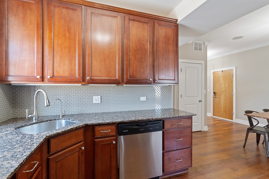 Real Estate Photography - 1608 West Byron Street, #3, Chicago, IL, 60613 - Kitchen