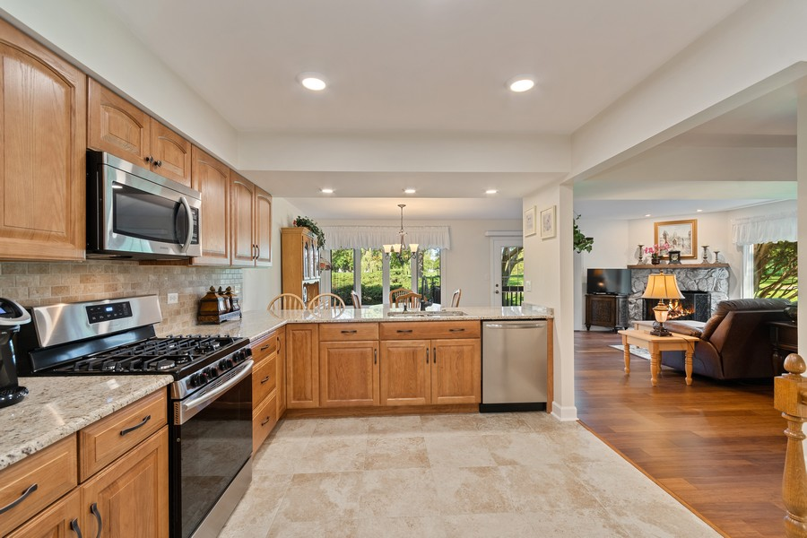Real Estate Photography - 1860 Golf View Dr., Bartlett, IL, 60103 - Kitchen