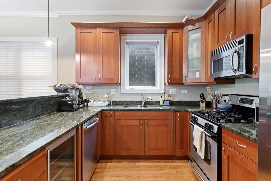 Real Estate Photography - 3311 N Kenmore, unit 3, Chicago, IL, 60657 - Kitchen