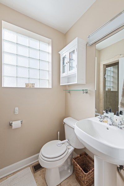 Real Estate Photography - 3311 N Kenmore, unit 3, Chicago, IL, 60657 - Bathroom