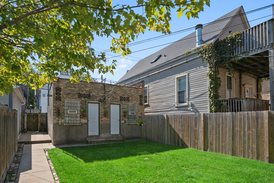 Real Estate Photography - 1427 W Fletcher, Chicago, IL, 60657 - Back Yard