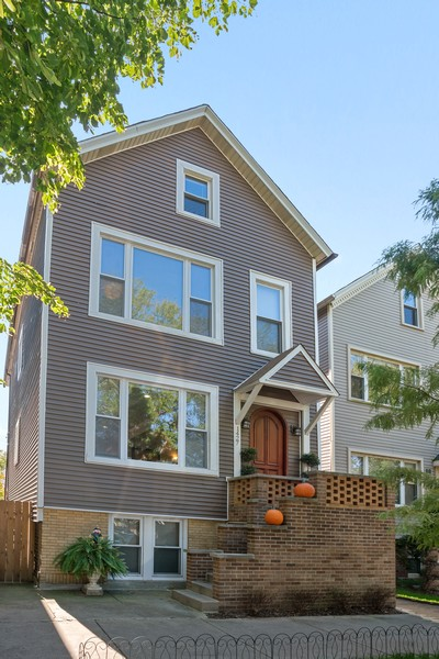 Real Estate Photography - 1427 W Fletcher, Chicago, IL, 60657 - Front View