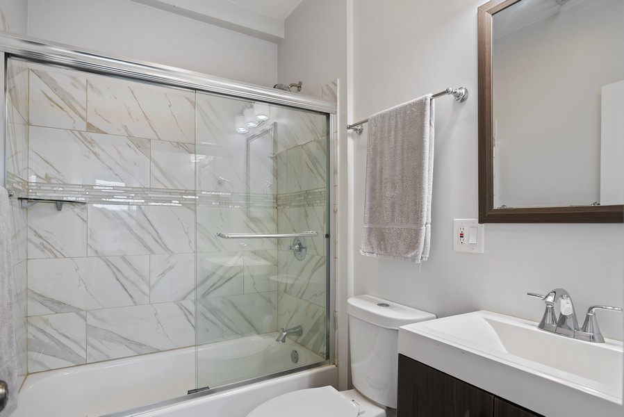 Real Estate Photography - 1427 W Fletcher, Chicago, IL, 60657 - Bathroom