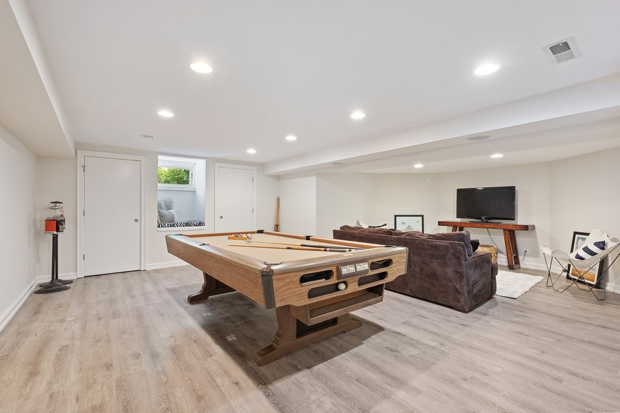 Real Estate Photography - 2754 Sheridan, Evanston, IL, 60201 - Recreational Room