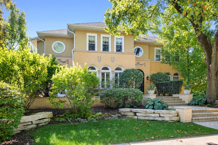 Real Estate Photography - 2754 Sheridan, Evanston, IL, 60201 - Front View