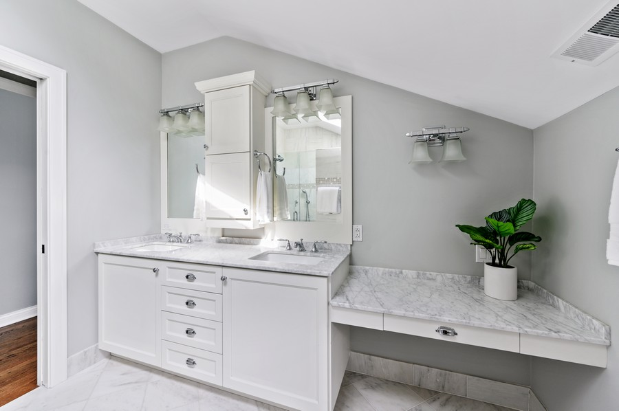 Real Estate Photography - 1423 Hawthorne, Glenview, IL, 60025 - Master Bathroom