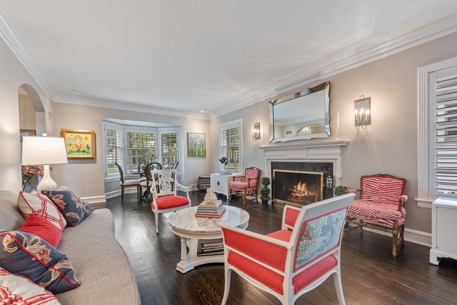 Real Estate Photography - 2154 Kenilworth Ave, Wilmette, IL, 60091 - Living Room