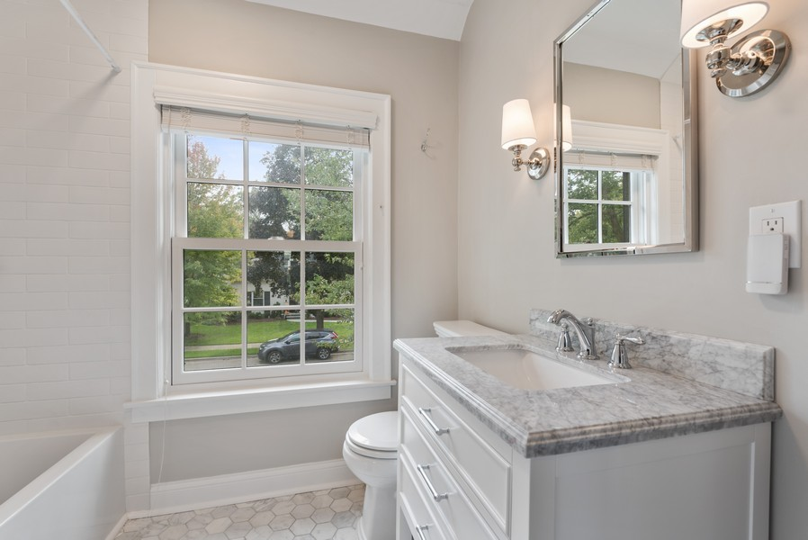 Real Estate Photography - 2154 Kenilworth Ave, Wilmette, IL, 60091 - 2nd Bathroom