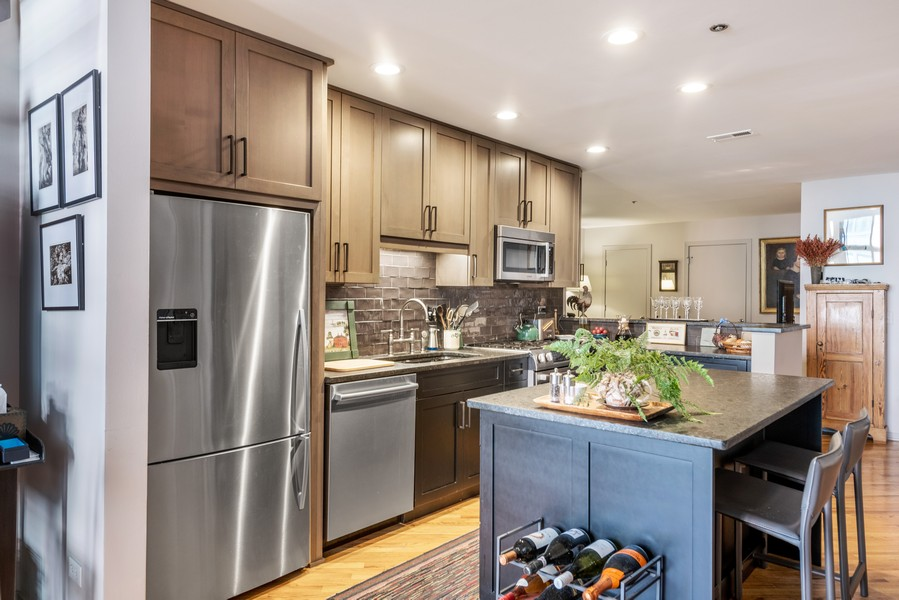 Real Estate Photography - 616 W Fulton, Unit 604, Chicago, IL, 60661 - Kitchen