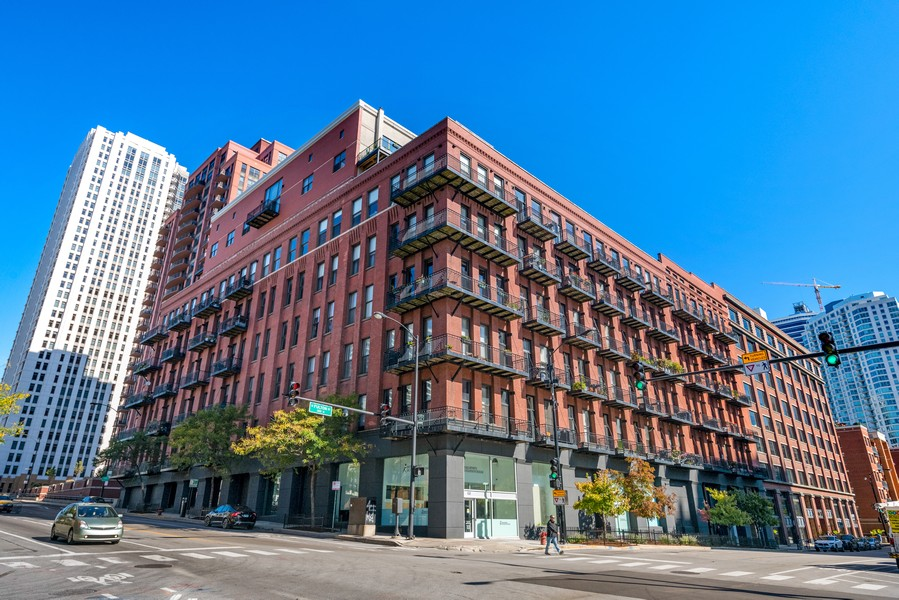 Real Estate Photography - 616 W Fulton, Unit 604, Chicago, IL, 60661 - Front View