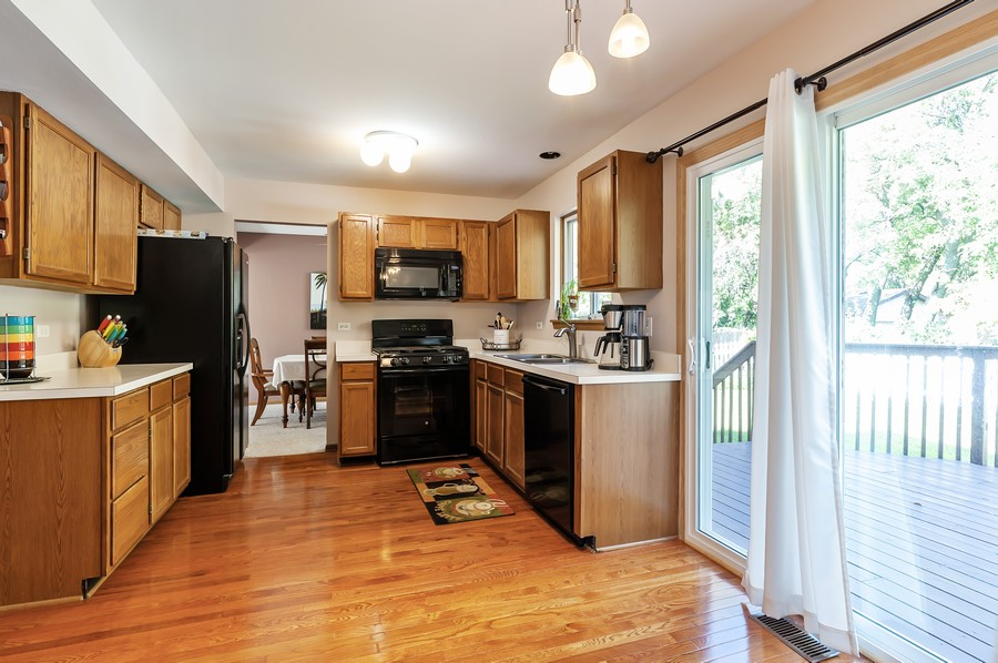 Real Estate Photography - 884 Fox Chase Drive, Round Lake Beach, IL, 60073 - Kitchen / Breakfast Room