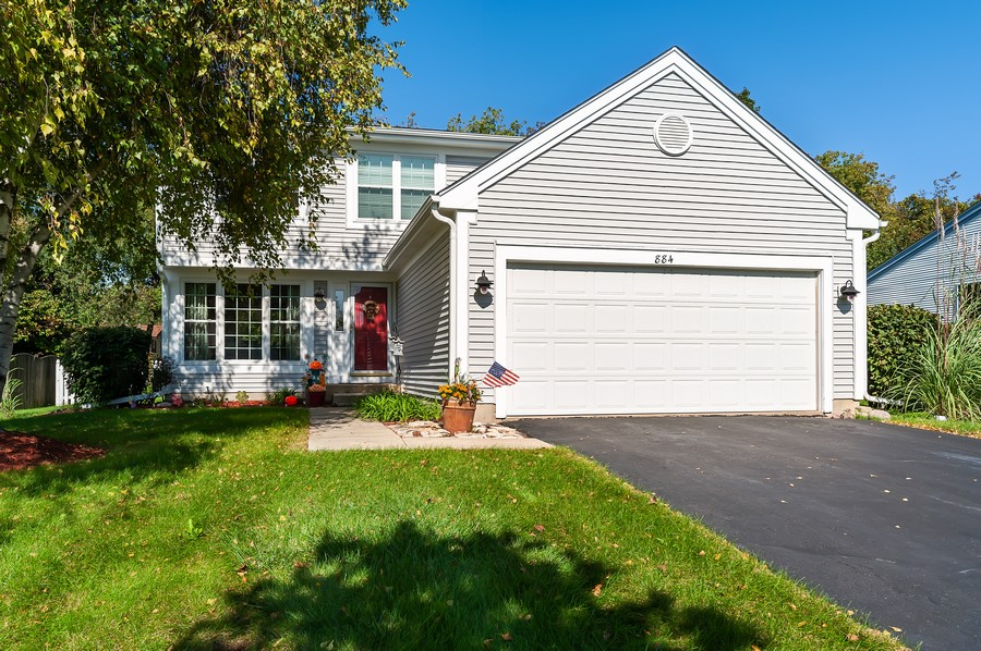 Real Estate Photography - 884 Fox Chase Drive, Round Lake Beach, IL, 60073 - Front View
