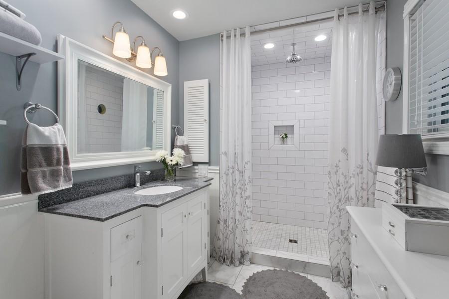 Real Estate Photography - 146 Higman Park Hill, Benton Harbor, MI, 49022 - Master Bathroom