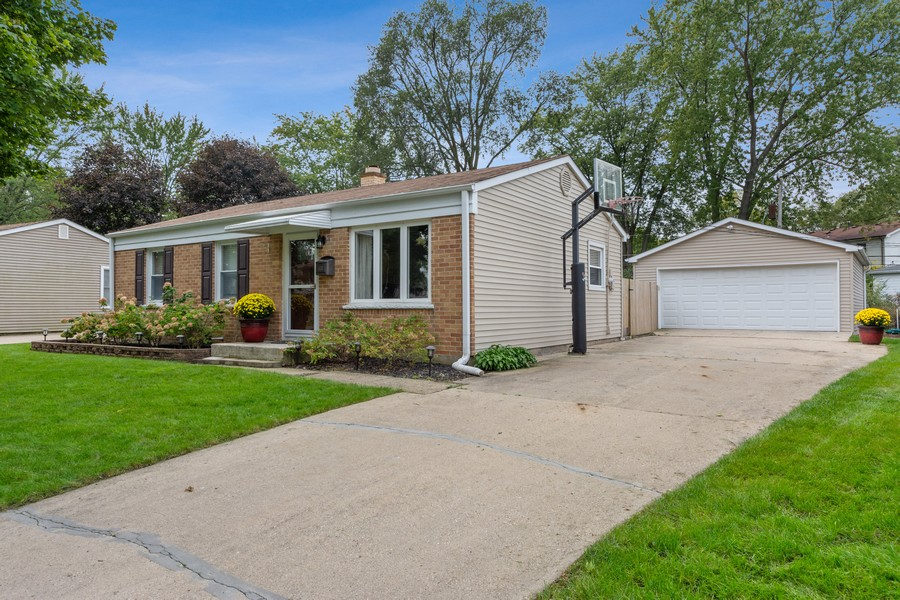 Real Estate Photography - 476 Gregg Lane, Buffalo Grove, IL, 60089 - Front View