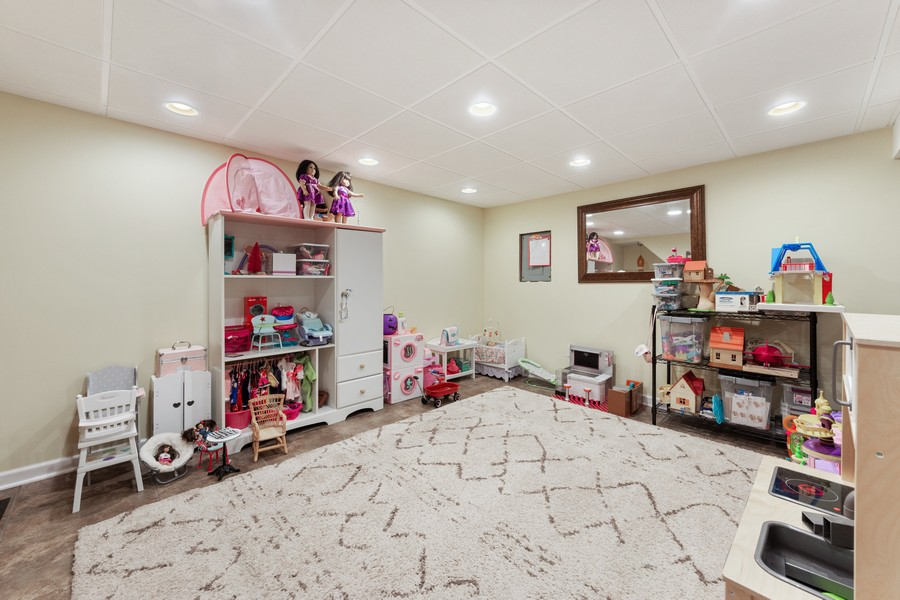 Real Estate Photography - 476 Gregg Lane, Buffalo Grove, IL, 60089 - Play / Recreational Room