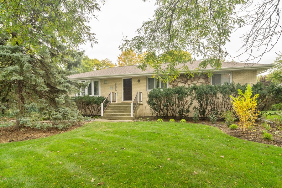 Real Estate Photography - 1001 N Arlington Hts Road, Arlington Heights, IL, 60004 - Front View