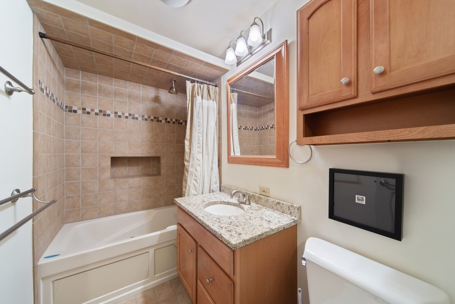 Real Estate Photography - 2735 N. Kimball, #6, Chicago, IL, 60647 - Bathroom