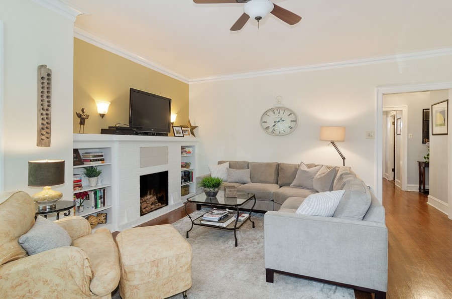 Real Estate Photography - 1728 W. Catalpa, Chicago, IL, 60640 - Living Room Unit 1