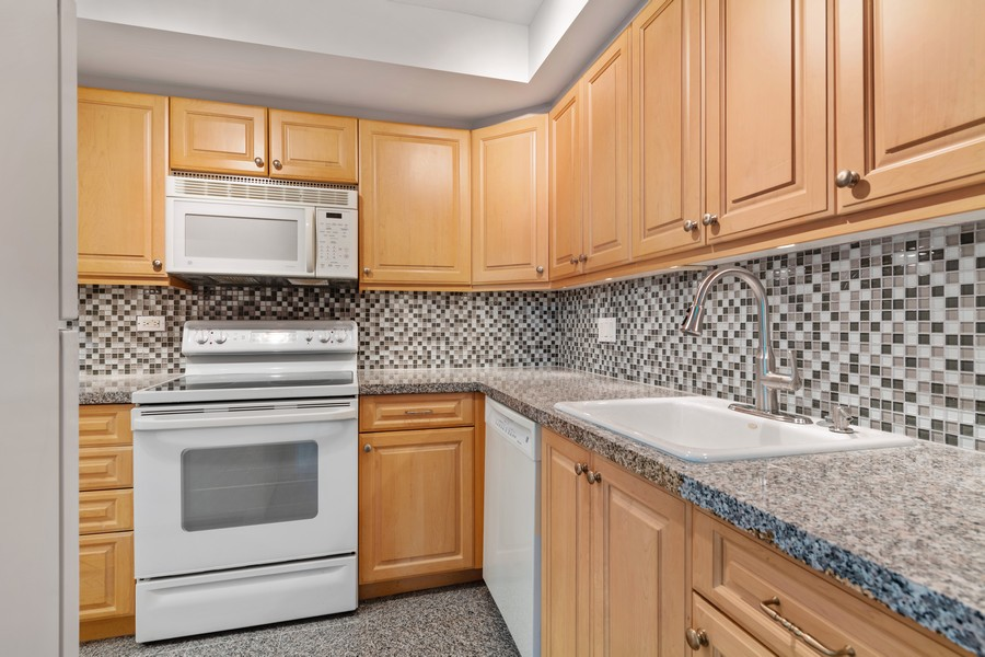 Real Estate Photography - 155 N Harbor Dr, Chicago, IL, 60601 - Kitchen