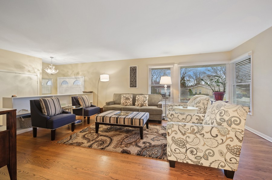 Real Estate Photography - 1606 Longmeadow, Glenview, IL, 60026 - Living Room