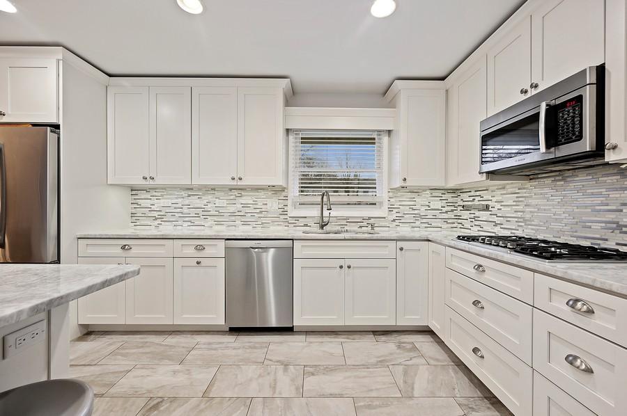 Real Estate Photography - 1606 Longmeadow, Glenview, IL, 60026 - Kitchen
