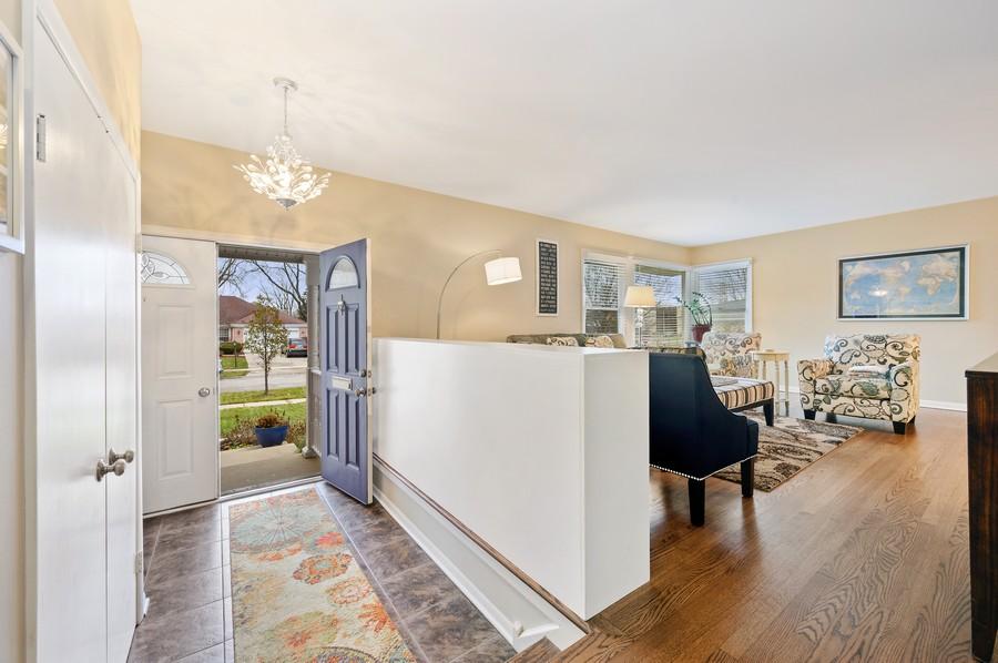 Real Estate Photography - 1606 Longmeadow, Glenview, IL, 60026 - Foyer