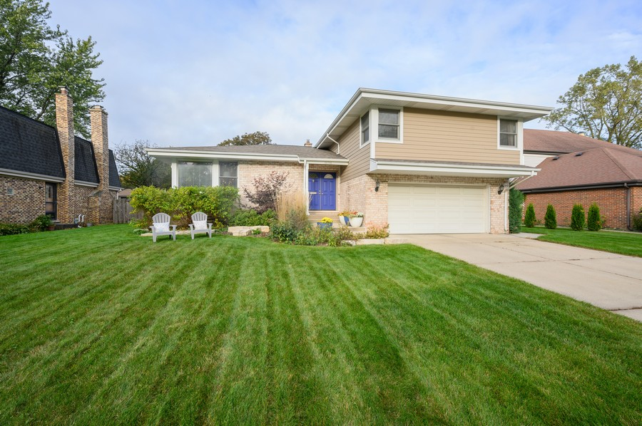 Real Estate Photography - 1606 Longmeadow, Glenview, IL, 60026 - Front View