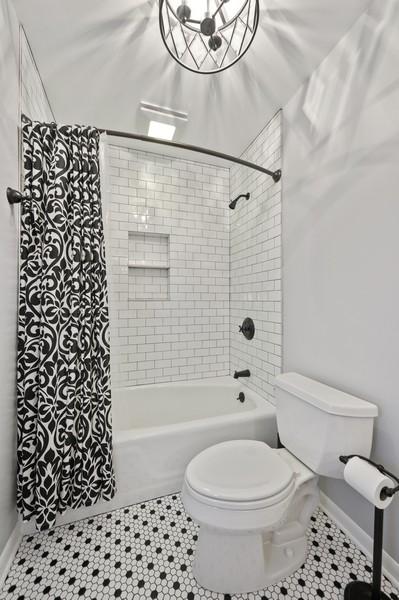 Real Estate Photography - 1606 Longmeadow, Glenview, IL, 60026 - Bathroom
