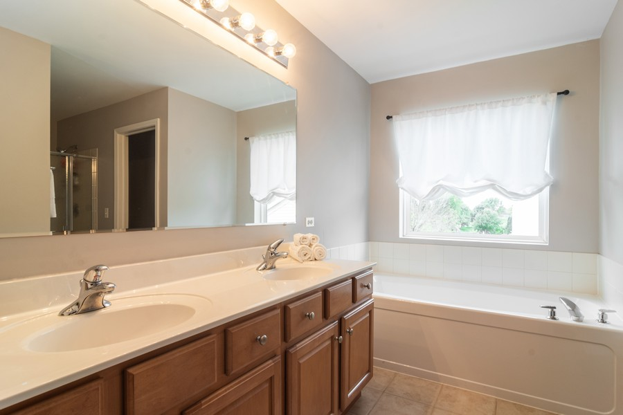 Real Estate Photography - 294 Foxford Drive, Cary, IL, 60013 - Master Bathroom