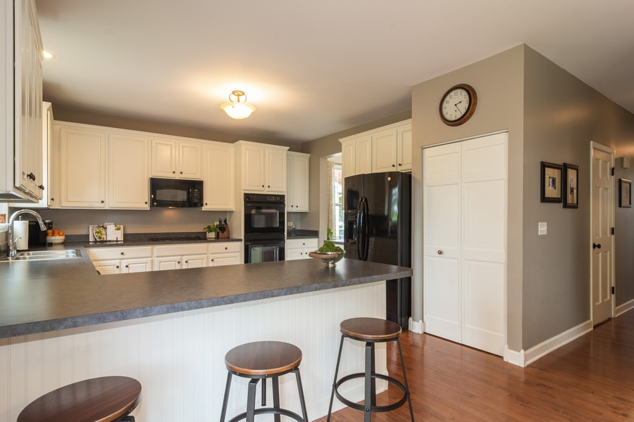 Real Estate Photography - 294 Foxford Drive, Cary, IL, 60013 - Kitchen