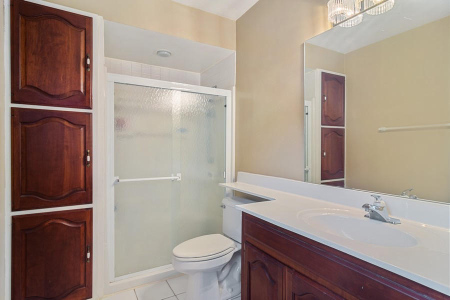 Real Estate Photography - 426 S Gibbons, Arlington Heights, IL, 60004 - Master Bathroom