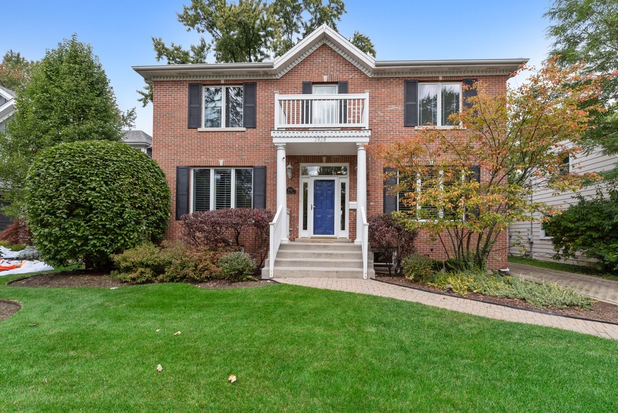 Real Estate Photography - 2328 Illinois, Northbrook, IL, 60062 - Front View
