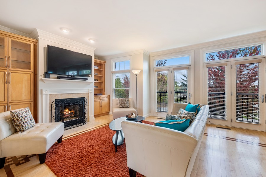 Real Estate Photography - 2044 Valor Ct, Glenview, IL, 60026 - Living Room