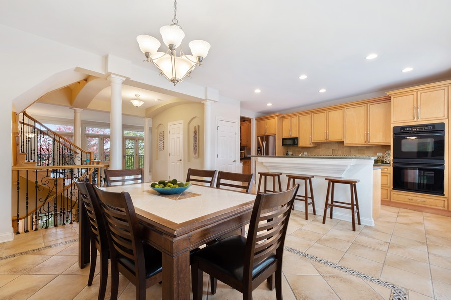 Real Estate Photography - 2044 Valor Ct, Glenview, IL, 60026 - Kitchen / Breakfast Room