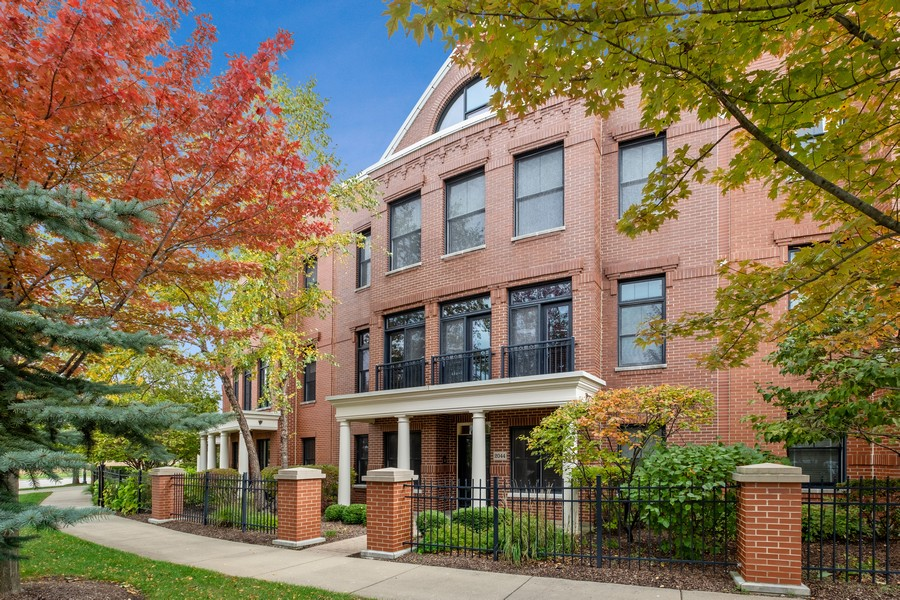 Real Estate Photography - 2044 Valor Ct, Glenview, IL, 60026 - Front View
