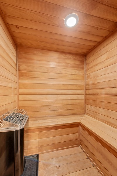 Real Estate Photography - 2720 N Bosworth, Chicago, IL, 60614 - Sauna
