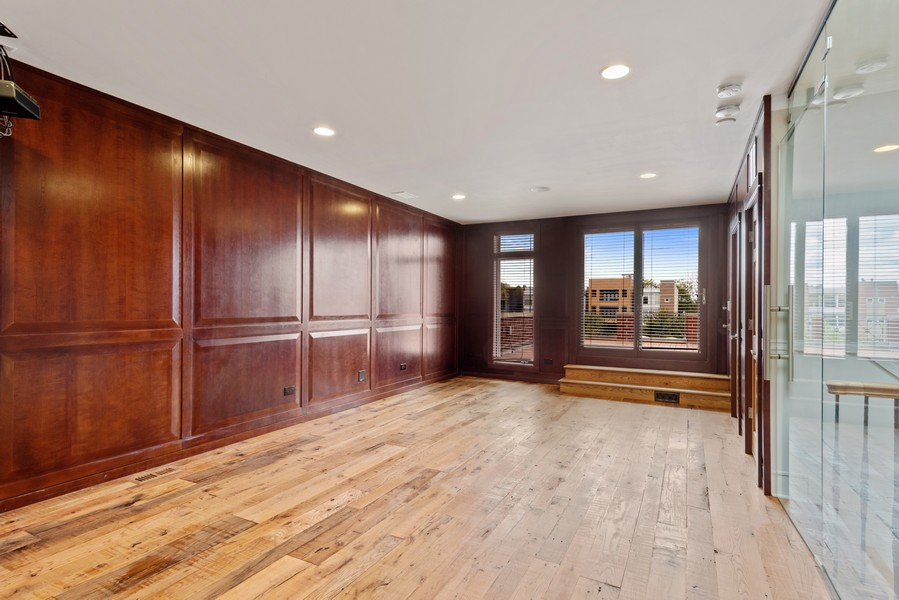 Real Estate Photography - 2720 N Bosworth, Chicago, IL, 60614 - Loft
