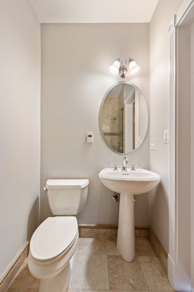 Real Estate Photography - 2720 N Bosworth, Chicago, IL, 60614 - 2nd Bathroom