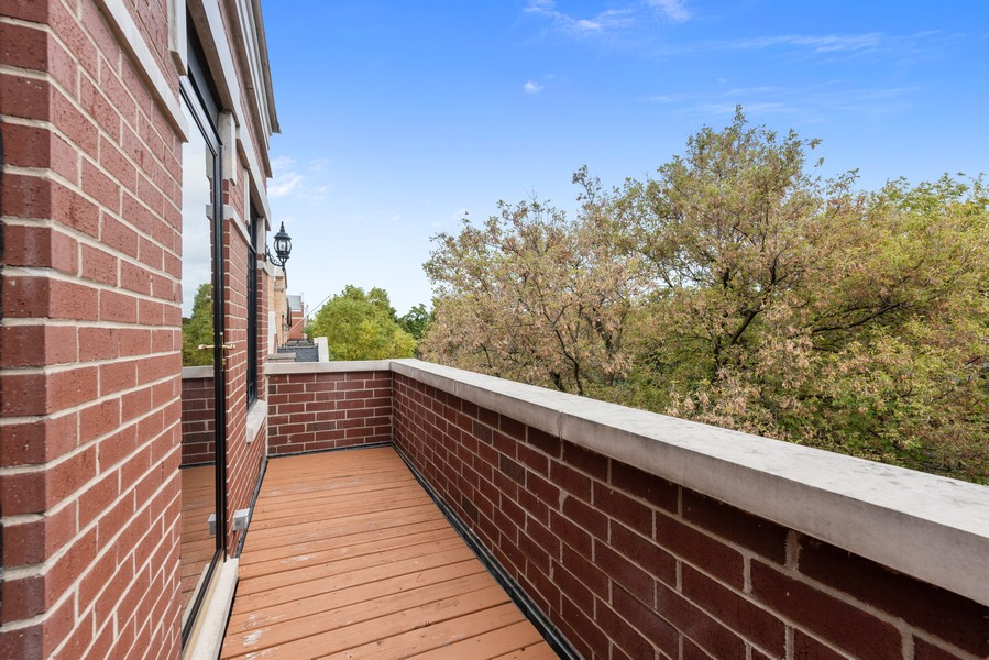 Real Estate Photography - 2720 N Bosworth, Chicago, IL, 60614 - Balcony